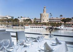 Mesa en el Restaurante Río Grande, en Sevilla.