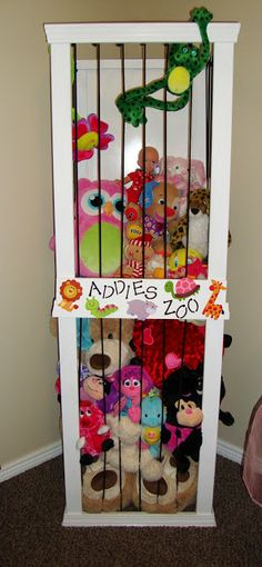 Organizing stuffed animals. More great ideas at the link.