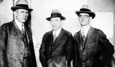 (From left to right) a Detroit police detective, Abraham Burnstein, and Purple… Real Gangster, Mafia Gangster, Baby Face Nelson, Wild West Outlaws, Detroit History, History Pics, Brown Pride, Life Of Crime, Police Detective