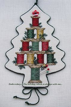 "Embroidery ... The holiday, which is always with me ...: Suspension ""Christmas Spool Tree"""