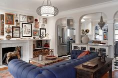 Eclectic living space with artwork wall by CIRCLE Design Studio