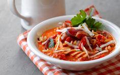 Italiensk inspireret tomatsuppe med pasta og parmesan