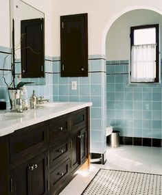 Gorgeous 78 Amazing Blue Hued Bathroom Remodel Ideas https://homeastern.com/2017/07/11/78-amazing-blue-hued-bathroom-remodel-ideas/
