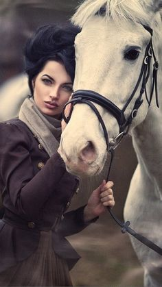 We love the work of the Russian photographer Margarita Kareva, especially those that involves horses of course. She has her fairytale style, which brings Horse Girl Photography, Equine Photography, Photomontage, Beautiful Horses, Beautiful Women, Book 15 Anos, Foto Art, Horse Photos, Dark Beauty
