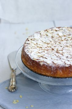 Yummy Baker: Moist and Easy Orange-Almond Cake