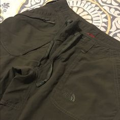 North Face Pants - 8L Olive green North Face lightweight pants - 8Long North Face Pants Straight Leg
