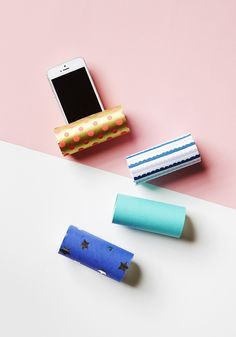 DIY Stand for mobile phones made from wastepaper stick