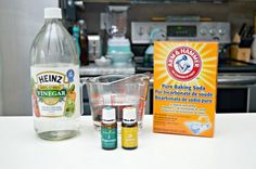 How to Clean Tile Floors: cup warm water, 1 Tbsp baking soda, cup vinegar in a spray bottle. Spray on a microfiber cloth. Deep Cleaning Tips, House Cleaning Tips, Natural Cleaning Products, Cleaning Solutions, Spring Cleaning, Cleaning Hacks, Household Products, Household Cleaners, Diy Cleaners