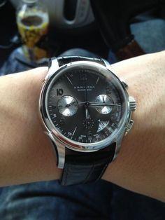 地元のジャンブルストアで初めて見つけて以来、ずっと欲しかったハミルトン、ジャズマスタークロノ。僕には高嶺の花で直ぐには買えませんでした。数ヶ月後、いつものように意中の時計を見に行くと二割引きに!!思い切って手に入れました!ジャンブルストア最高!! #BUYat2ndSTREET http://campaign.2ndstreet.jp/gallery/
