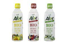 Aloé, la boisson à base d'Aléovera produite par Green beverages et distribuées par Fresh food village est désormais déclinée en version bio. Depuis ce mois, les trois recettes (natures, fruits des bois et agrumes) sont proposées autour de 2,39 € les 50 cl. En conventionnel, toujours produit en Thailande, les recettes lithci et originale sont désormais proposées en format 1,2 l pour 3,40 €. http://www.marketing-pgc.com/2016/03/18/innovations-mars-2016/