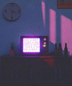 Take a nap . Violet Aesthetic, Aesthetic Themes, Aesthetic Images, Retro Aesthetic, Character Aesthetic, Aesthetic Photo, Aesthetic Wallpapers, Blender 3d, Cyberpunk