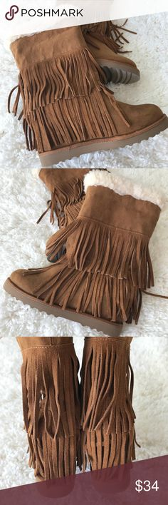 """Steve Madden Fringe Boots size 6 Hold on - winter isn't over just yet! (Because there's still cool winter stuff to wear)...Pre-loved and in great shape, in fact hardly worn. Size 6-1/2. Height: 11"""", heel: 1"""".   Shop smart by maximizing your shipping $. Use the filter function and peruse my closet of over 1,000 items! Bundle and save!!  F27C Steve Madden Shoes Winter & Rain Boots"""