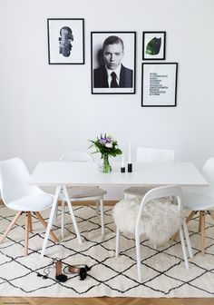 How to make the most out of your dining room and create a picture perfect, minimalist dining area. Minimalist Dining Room, Minimalist Interior, Minimalist House, Minimalist Design, Dining Room Colors, Dining Room Design, Dining Area, Interior Minimalista, Beautiful Dining Rooms