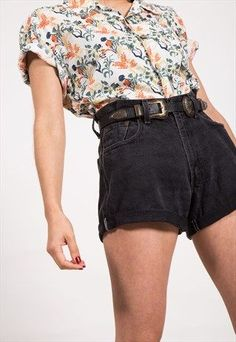 Women S Fashion Designer Labels Black Denim Shorts Outfit, Summer Shorts Outfits, Retro Outfits, Short Outfits, Vintage Outfits, Outfit Invierno, 80s Outfit, Trendy Swimwear, Fashion Designer