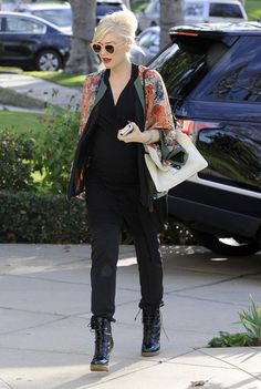 Gwen Stefani - Gwen Stefani and Family Hang Out in Beverly Hills
