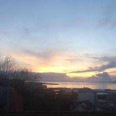 Hace un rato. Hoy. Atardecer en Vigo #sunset #sun #pretty #beautiful #red #orange #pink #sky #skyporn #cloudporn #nature #clouds #horizon #photooftheday #instagood #gorgeous #warm #view #night #silhouette #instasky #all_sunsets #atardecer #vigo #galicia #nofilter #today