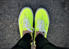 I've always been a Converse person, but these BRIGHT neon Vans made me love Converse and Vans equally. They are soooo much brighter in person. Sock Shoes, Cute Shoes, Vans Shoes, Me Too Shoes, Neon Shoes, Flat Shoes, Neon Vans, Jeans Zara, Vanz