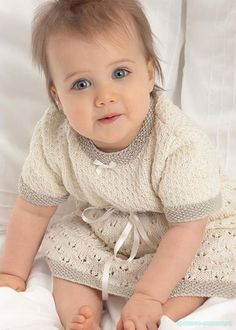 Вязание спицами для малышей  Описание вязания детского платья спицами Размер: 0 (3, 6, 9, 12, 18) мес. Обхват груды: 35 (40, 45, 47, 50, 53) мм. Длина: 30 (34, 38, 43, 48, 50) см. Вам потребу...