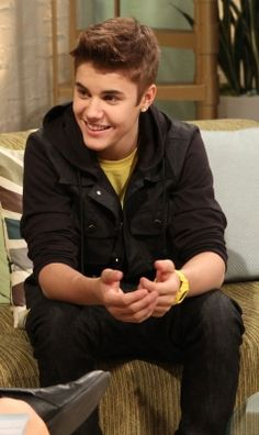 Justin Bieber stops by Access Hollywood Live on March 2012 Justin Beiber Shirtless, Justin Bieber Posters, Justin Bieber Images, Justin Bieber Smile, Estilo Selena Gomez, Justin Hailey, Access Hollywood, Cover Songs, To My Future Husband