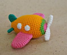 This is such a cute Amigurumi crochet airplane. The Amigurumi Airplane Free Crochet Pattern is worked up quickly with single crochet stitches. Crochet Gratis, Crochet Diy, Crochet Amigurumi, Crochet For Kids, Amigurumi Doll, Crochet Dolls, Crochet Baby Toys, Crochet Patterns Amigurumi, Crochet Mignon