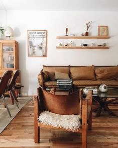 Living room design hacks, This is often achieved by correctly balancing items about the mantle. An improperly-balance mantle may ruin the look and unattractive. Home Living Room, Living Room Designs, Living Room Decor, Living Spaces, Dining Room, Living Area, Home Interior, Interior Design, Style Deco