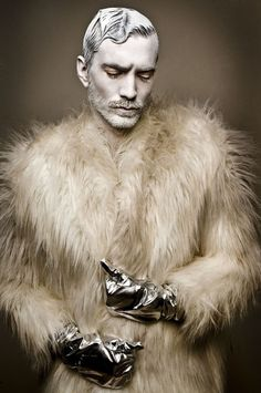 Yowzners, I love the gloves. I kinda love the coat at first glance. But I saw a man wearing a fur coat the other day, and I was thinking all like, 'do you know how ridiculous you look?' I'm not sure if I could pull off a fur coat in a not-flaming-gay way.