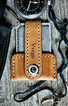 Want a front pocket wallet? Vvego's Vvapor may be the perfect choice. This very cool leather wallet is slim, sleek, efficient. It's waiting for you!