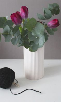 Vase Madam Stoltz - Design scandinave - http://esperluette-boutique.fr/168-vase-porcelaine-rose.html