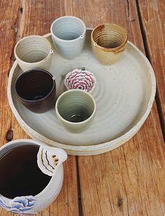 bring your own tea mug Pottery Mugs, Ceramic Pottery, Vases, Tea Art, Ceramic Design, Ceramic Cups, Tea Mugs, Tray, Tableware