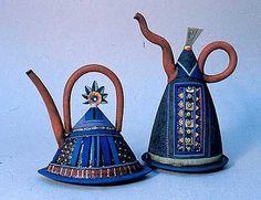 Ceramic Teapots, Ceramic Art, Cute Teapot, Pottery Handbuilding, Asian Design, Historical Artifacts, Pottery Designs, Chocolate Pots, Silk Screen Printing