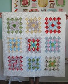 Bee In My Bonnet: The Great Granny Quilt Along plus the tutorial for making the basic Granny Square block. I love this idea - who hasn't crocheted Granny squares - this is just a fabric version and perfect for using up scraps.