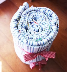 i would love to make a new picnic blanket to use with the kids - it can't be that hard, right?