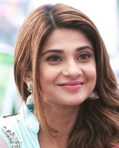 Stylish Girl Images, Stylish Girl Pic, Tashan E Ishq, Jennifer Winget Beyhadh, Romantic Shayari, Jennifer Love, Beautiful Bollywood Actress, Beautiful Girl Image, Pakistani Actress