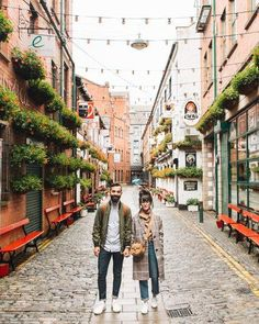 Belfast Travel Photos - New Darlings Travel Couple - Cute s travel outfits with sneakers Packing List For Travel, New Travel, Budget Travel, Time Travel, Travel Hacks, Japan Travel, Travel Style, Travel Ideas, Travel Pictures
