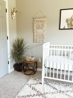 Loving this earthy and minimal decor in a nursery!