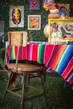 How To Throw A Dia De los Muertos Fiesta with ¡Hola! Day of the Dead recipes, decor, ideas, and more! Dairy Free Mexican Recipes, Healthy Mexican Recipes, Mexican Holiday, Mexican Party, Green Pozole, Mezcal Margarita, Day Of The Dead Party, Creamy Chicken Enchiladas, Fall Fruits