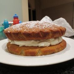 Easy Banana Sponge Sponge Recipe, Sponge Cake Recipes, Healthy Apple Cake, Chocolate Fudge Icing, Fairy Bread, Sugar Free Diet, Winter Desserts, Cake Cover, Cream Cheese Filling