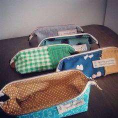 ミシン初心者でも大丈夫! いくつでも欲しい センスの良い ポーチの作り方 無料の型紙と写真付きの作り方をまとめました。 お店で売ってるレベルのセンスの良い色柄合わせ&アイディアもご紹介します。 Patchwork Bags, Pouch Bag, Fabric Scraps, Handicraft, Hand Sewing, Purses And Bags, Diy And Crafts, Sewing Projects, Quilts
