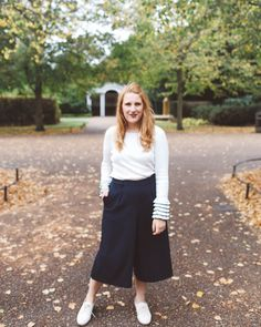 London Regents Park in Fall | club monoco white ruffle sweater, blue cropped pants, white nine west oxfords London outfit ideas. http://whimsysoul.com/travel-guide-london-first-time/