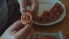 Ako sa robia salámové ruže - ako urobiť salámovú ružu - VIDEO Ako sa to robí. Fruit And Vegetable Carving, Party Platters, Fruits And Vegetables, Buffet, Snacks, Breakfast, Food, Google, Youtube