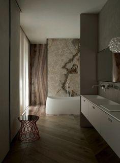 Bagno moderno con seduta di design