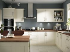 Irresistible Kitchen remodel ideas pictures tricks,Kitchen design layout examples tricks and Small kitchen remodel pictures tips. Home Decor Kitchen, New Kitchen, Kitchen Ideas, Cream Kitchen Interior, Kitchen Layout, Kitchen Furniture, Kitchen Dining, Rustic Kitchen, Country Kitchen