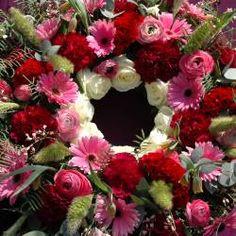 Colorful wreath   bloemwerkopmaat.nl