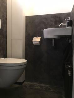 Toilet met betoncire