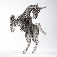 Davide Dall'Osso Italian sculptor. Sculptures in iron wire and copper braided by hand. The sculptor uses a mix of materials such as iron, bronze, resin, wire, wire mesh to create his works. of wire animal sculptures. Installations. Wire mesh sculptur. horse sculptures. Sculpture head of horse in iron wire. Art. Contemporary Sculpture. Sculpture for public gardens, sculpture for private gardens, sculpture for the house, for the living room, to the parks. Outside and outdoor sculpture to buy.