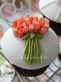 Cupcake con ramillete de rosas