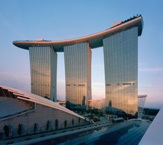 Marina Bay Sands in Singapore – Safdie Architects
