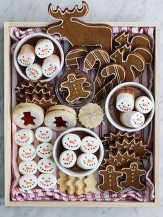 Christmas Speculoos Cookies And Hot Cocoa Christmas Cookies Kids, Cookies For Kids, Christmas Snacks, Christmas Cooking, Christmas Goodies, Holiday Treats, Holiday Recipes, Biscuit Speculoos, Speculoos Cookies