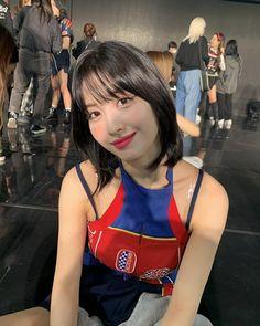 Nayeon, Kpop Girl Groups, Korean Girl Groups, Kpop Girls, Sooyoung, K Pop, My Girl, Cool Girl, Warner Music