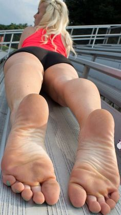 feet porn at DuckDuckGo Walking Barefoot, Going Barefoot, Feet Soles, Women's Feet, Sexy Zehen, Teen Feet, Foot Pictures, Gorgeous Feet, Sexy Toes